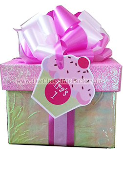 Box with Cupcake Cut-out hanging